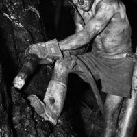 museo-minero-andorra-homenaje-museo-005